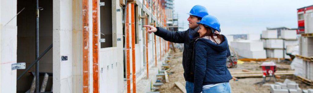 koppel komt kijken bij de bouw van hun woning
