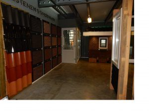 Wand kozijnen en dakpannen-gevelstenen